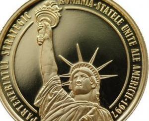 Moneda de aur dedicata de BNR implinirii a 20 de ani de parteneriat strategic intre Romania si SUA