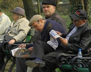 Numarul pensionarilor scade, pensia medie creste