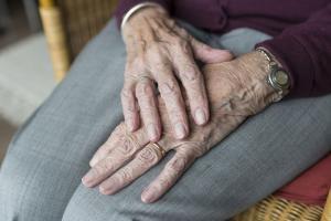 Tanti Cornelia. 47 de ani in campul muncii: Traiesc cu 770 de lei pe luna si nu vreau desfiintarea pensiilor speciale