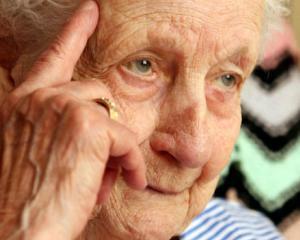Pensionarii ar putea pierde biletele gratuite de la 1 septembrie