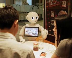 Robotelul Pepper va deservi clientii printr-o aplicatie MasterCard
