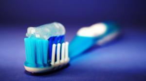 O statistica greu de mestecat: 81% dintre romani sufera de sensibilitate dentara si afectiuni gingivale