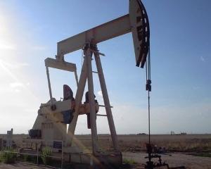 Pretul petrolului s-ar putea prabusi