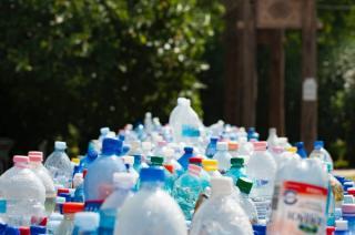 Ecologia costa timp si bani: Din 2022, vom plati o garantie de 50 bani pentru fiecare sticla, doza si PET