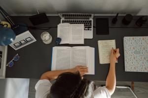 Cum sa-ti imbunatatesti cunostintele de business in timp scurt? 5 sfaturi utile