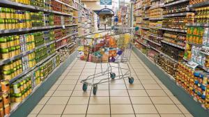 Un retailer din Romania plafoneaza preturile la sute de alimente de baza, pana pe 19 aprilie