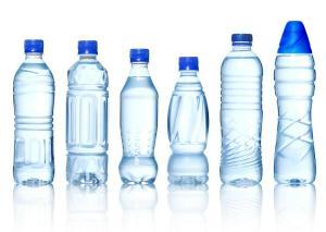 Studiu stiintific: In apa imbuteliata exista particule din plastic