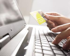"""Plata online a facturii """"la cablu"""" iti aduce un mic discount"""