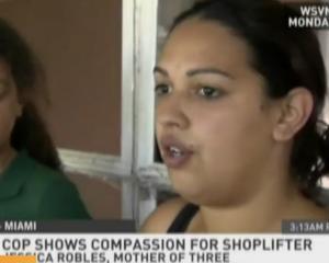 In America: O politista i-a facut cumparaturile unei hoate