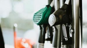 Consiliului Concurentei a constatat ca reducerea accizelor carburantilor a fost transmisa integral in preturi