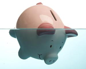 Banii ies timid din depozitele bancare