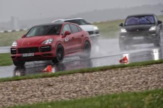 Porsche GTS – lumi paralele combinate impecabil