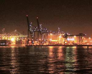 Invazie: Ar putea aparea peste 2.000 de firme romano-chineze in portul Agigea