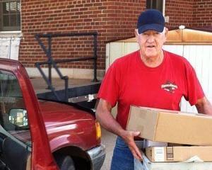 Cel mai vrednic postas din SUA are 72 de ani