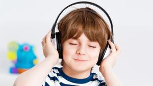 Inca o aplicatie pentru noua generatie. Copiii asculta povesti prin PovesTIC