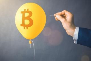 Nori negri se abat asupra pietei crypto. Bitcoin se va prabusi cu 80%, avertizeaza expertii