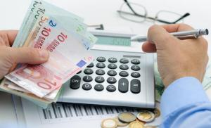 Leul va continua sa scada in raport cu euro. Estimarile analistilor pentru urmatoarele 12 luni
