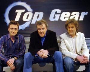 Prezentatorul emisiunii Top Gear ii ironizeaza pe jurnalistii britanici din cauza romanilor si bulgarilor