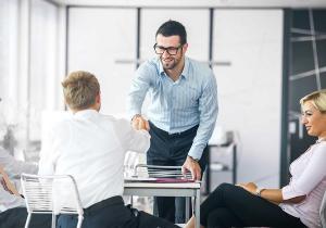 10 lucruri pe care trebuie sa le faci in prima zi la un job nou