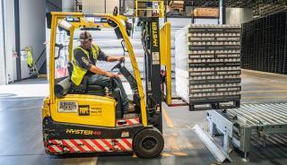 Productia industriala - atat in Uniunea Europeana cat si in zona euro - a facut un pas inapoi in luna mai a acestui an fata de luna anterioara