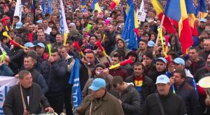 Industria protesteaza in fata Guvernului: Dragnea, nu uita, puscaria e a ta