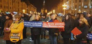 Mii de oameni protesteaza in tara impotriva modificarilor aduse Legilor Justitiei:
