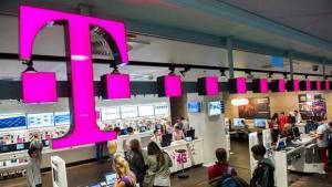 Angajatii Telekom Romnaia protesteaza in strada. Compania a anuntat concedieri in masa