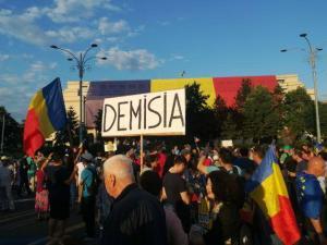 LIVE TEXT: Proteste in fata Palatului Parlamentului, unde se dezbate motiunea de cenzura