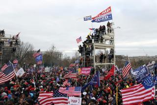 E haos la Washington. Biden: Asta nu e protest, e asediu