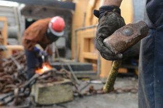 PSD: Salariu minim sa primeasca doar angajatii necalificati