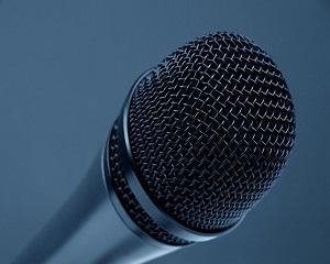 Cum poti sa-ti invingi teama de a vorbi in public?