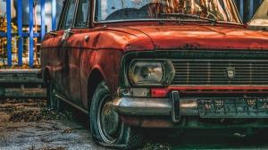 Proprietarii masinilor avariate de caderea copacilor pot apela la asigurarea CASCO