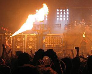 Rammstein in Romania: Zeci de mii de spectatori au admirat un spectacol incendiar