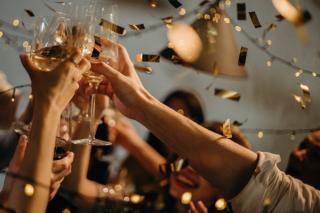 Recomandarile Comisiei Europene pentru Craciun si Revelion: Interzicerea adunarilor publice, cat mai multa munca la distanta si prelungirea vacantelor scolare
