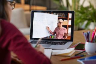 Redeschiderea scolilor. Cine va putea face in continuare cursuri online, dupa 8 februarie
