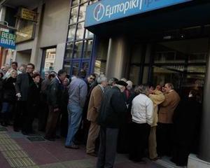 Grecii pot primi din nou bani prin Western Union