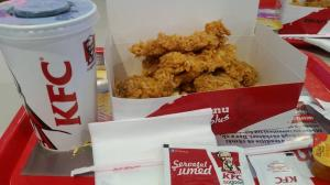In TOATE restaurantele KFC se vor servi NUMAI bauturi IMBUTELIATE