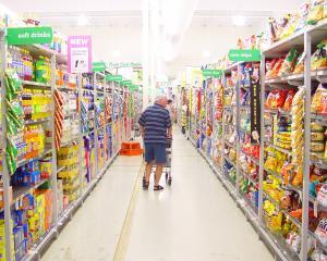 Retailerii romani: Scaderea TVA-ului se va resimti in preturile produselor