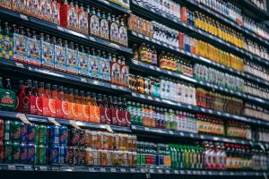 "Magazinele mici pierd teren in fata marilor retaileri din cauza ca vand ""pe caiet"""
