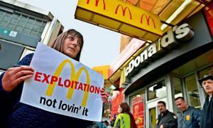 Revolta in randul angajatilor de la McDonald's: Nu ni s-au marit salariile de 3 ani