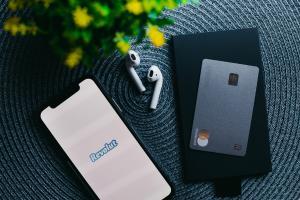 Cum poti evita fraudele atunci cand faci cumparaturi online: Ghid Revolut in 5 pasi simpli
