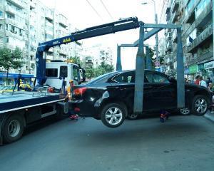 Masinile parcate neregulamentar pot fi ridicate din nou din decembrie 2016