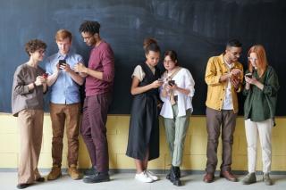 Companiile de telefonie din Romania nu mai au obligatia sa ofere utilizatorilor roaming la tarife nationale in Marea Britanie