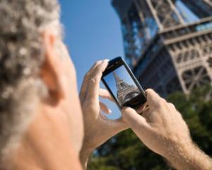 Cad si granitele nevazute: UE si-ar putea scuti cetatenii de tarifele de roaming