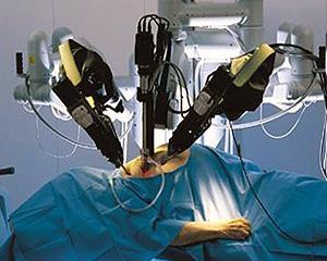 Tot mai multi oameni sunt operati de roboti