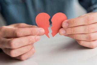 Romance scam - Inimi frante si conturi golite