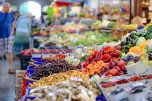 Romania, a doua cea mai ieftina tara din Uniunea Europeana. Pe ce platesc mai mult consumatorii romani decat cei europeni?