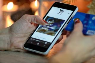Eurostat: Romania inregistreaza cea mai mare crestere din Uniunea Europeana a cumparaturilor online