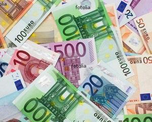 Romanii platesc mai ales cu bani cash si folosesc rar cardul