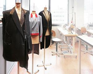 Contend, fabrica de confectii care are contract cu Louis Vuiton, lucreaza cu personal necalificat sau in varsta
